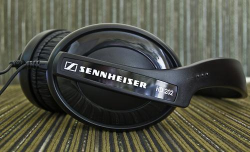 Naujos ausinės: SENNHEISER HD 202