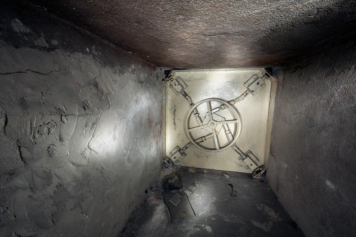 Antrosios užrakintos bunkerio durys