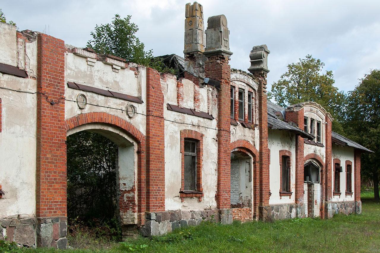 Kazokinės dvaro arklidžių fasadas