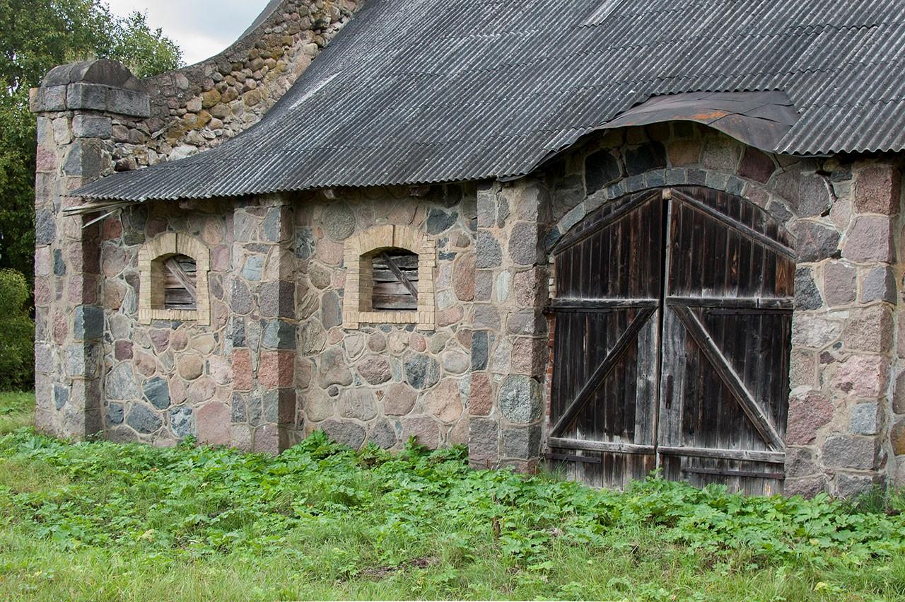 Klojimo vartai Kazokinės dvare