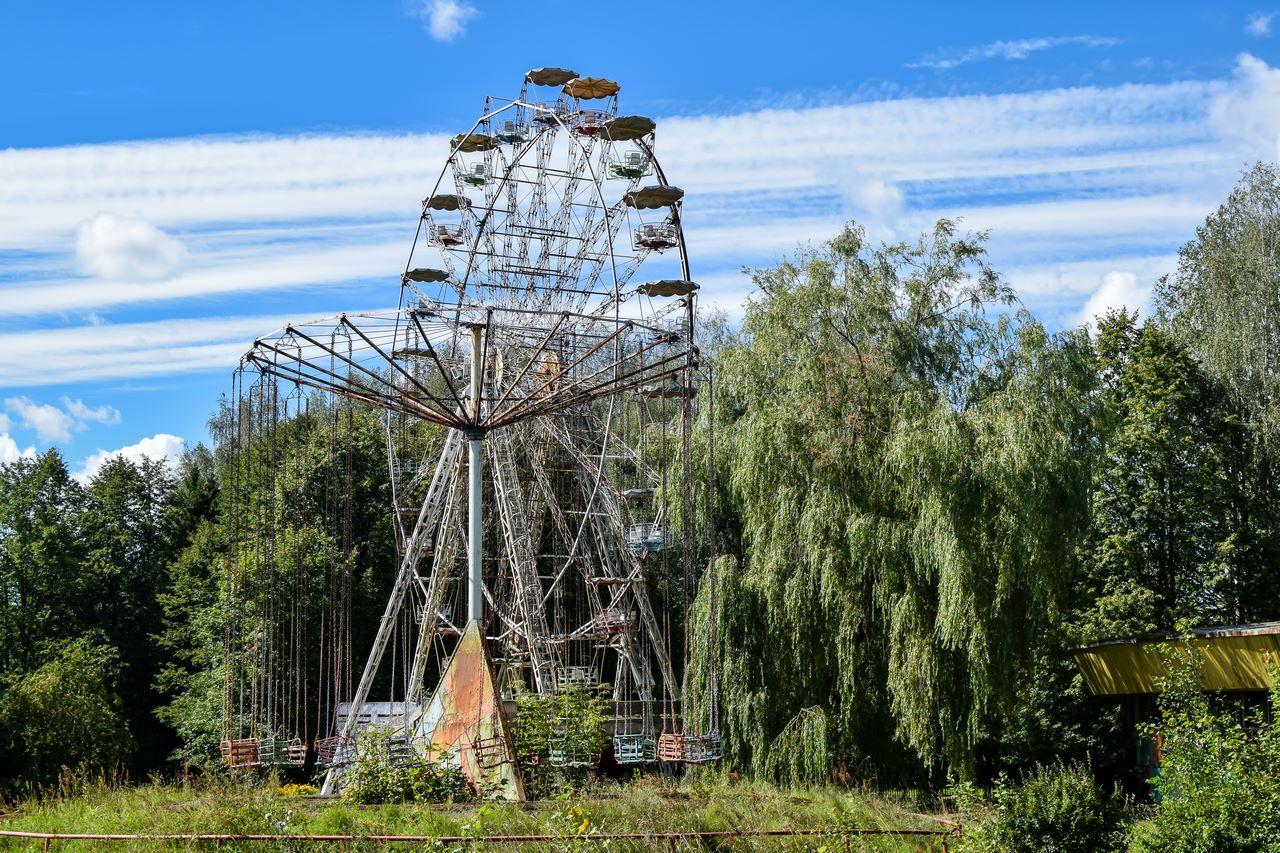 Apleistas apžvalgos ratas Elektrėnuose ir karuselė